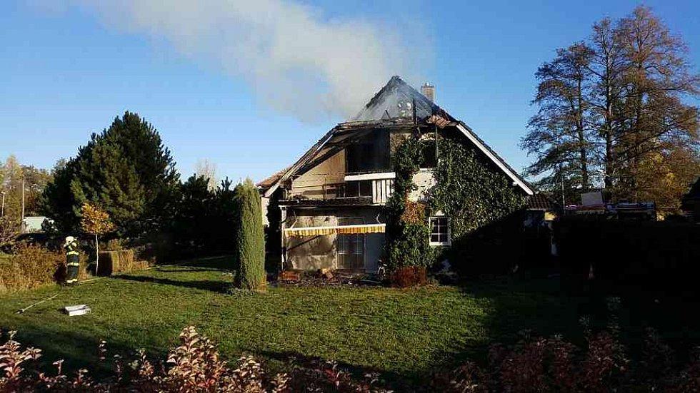 Požár rodinného domu ve Staročernsku.