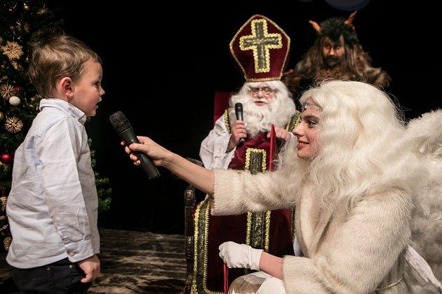 Na Malou scénu Východočeského divadla Pardubice zavítal svatý Mikuláš, čert i anděl.