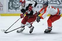 Hokejové univerzitní derby mezi Univerzitou Pardubice (v červenbílém) a Univerzitou Hradec Králové.