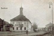 Hostinec Radnice na rohu Tylovy ulice a náměstí.