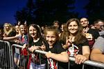 Z koncertu kapely Rybičky 48 na letním parketu v Paběnicích.
