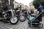 Sraz amerických automobilů a motocyklů na pardubickém Pernštýnském náměstí.
