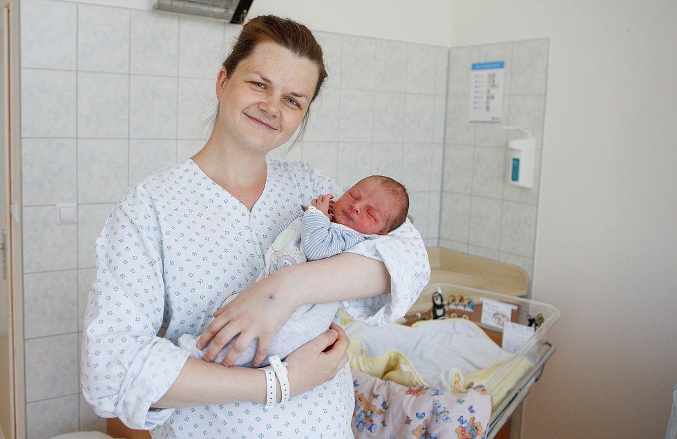 NIKOLAS VONDRA se narodil 8. července ve 14 hodin a 14 minut. Vážil 3600 g a měřil 57 cm.