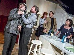 Východočeské divadlo uvedlo v české premiéře hru Alana Ayckbourna Rodinný podnik.