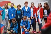 Zleva stojí: Nikol Krpálková (v deblu vpravo), Jakub Melichar, Matyáš Makarov, Jana Scholzová, Eliška Andrlová, Anna Andrlová, Viktorie Vlášková (ve čtyřhře vlevo), zleva sedí: David Kubišta, Ondřej Volek.