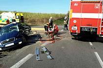 Vážná dopravní nehoda u Horních Ředic. Hasiči museli řidiče z osobního vozu vyprošťovat.