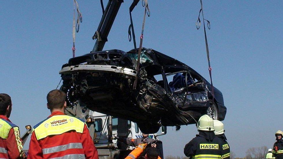 7. dubna 2010. U Libišan se ve vysoké rychloti střetlo BMW s nákladním vozidlem. Řidič osobního BMW z Českobudějovicka náraz nepřežil.