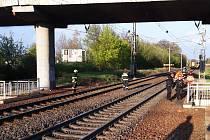 Ženu vlak srazil v místě, kde pod tratí vede bezpečný podchod.