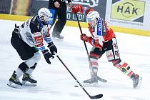 Třetí zápas. Pardubice v sobotu nastoupí k dalšímu utkání série předkola na ledě Karlových Varů.