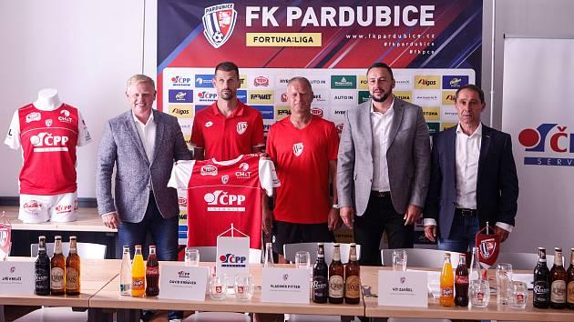 Tisková konference FK Pardubice před nadcházející sezonou FORTUNA:LIGY v Pardubickém pubu.