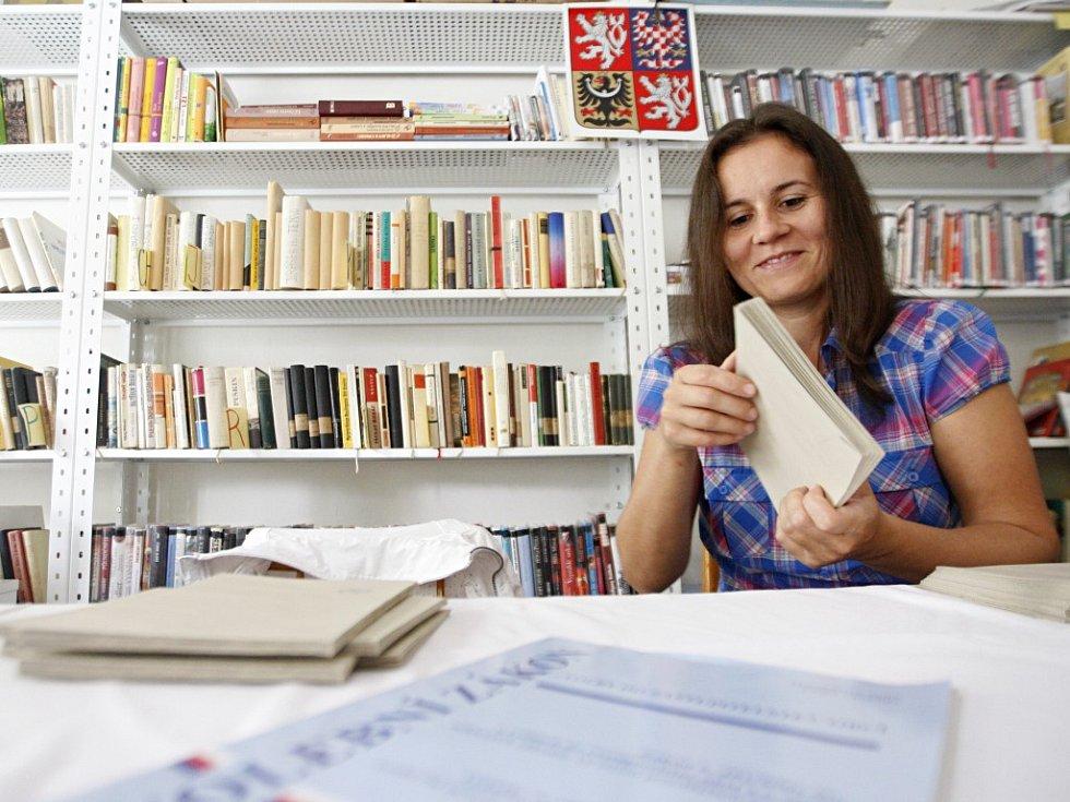 Ve Starém Mateřově se volí v místní knihovně.