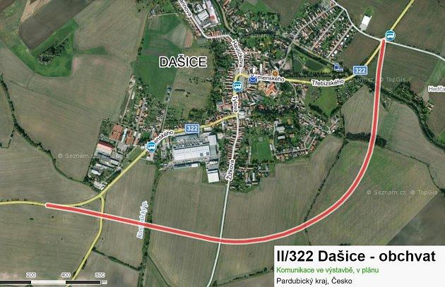 Budovaný obchvat Dašic bude jedním zpřivaděčů D35 a ulehčí dopravě vdvoutisícovém městečku. Zdroj: Mapy.cz