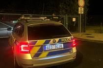 Na linku 158 telefonoval občan, že u zadní brány hřbitova u krematoria je žena, která se nemůže dostat ven.