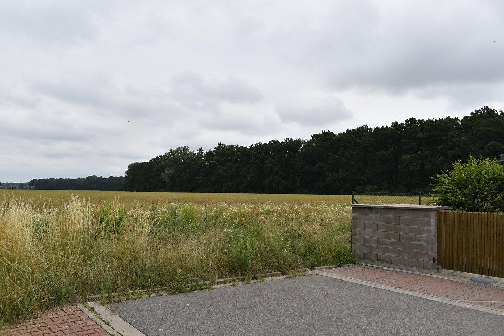 Obchvat povede kousek od Staročernska. Jeho trasa byla změněna kvůli nové zástavbě.