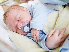 Viktor Svědík se narodil 25. listopadu v 16:35 hodin. Měřil 51 centimetrů a vážil 3960 gramů. Maminku Ivetu u porodu podpořil tatínek Rudolf a rodina je ze Srchu.