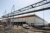 Černá stavba logistického centra v Semtíně