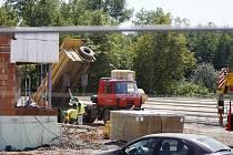 Zastavit práce. Stavba logistického centra se má dočasně přerušit, než získá potřebná povolení