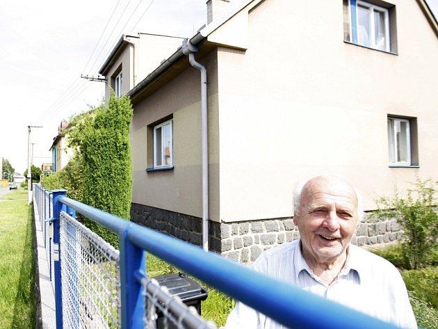 Ladislav Nesládek se má i s manželkou vystěhovat z domu, kvůli podezřelé zástavní smlouvě.