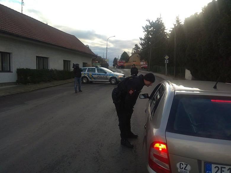 Policie uzavřela okolí areálu ve Slepoticích