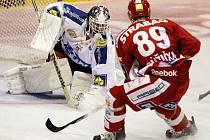 Hokejové utkání O2 extraligy mezi HC Eaton Pardubice a HC Slavia Praha.