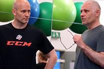 Na pondělním tréninku spolu hovořili Karel Beran (vlevo) s Peterem Draisaitlem.
