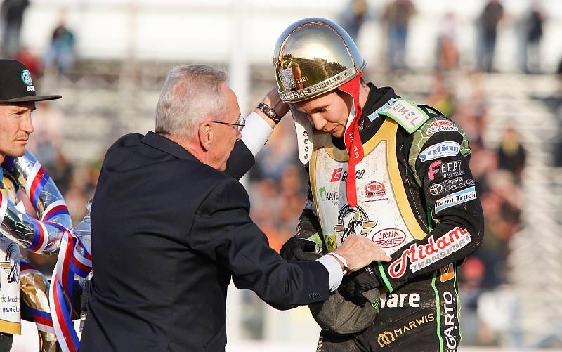 Vítězem 73. Zlaté přilby města Pardubic se na svítkovském plochodrážním stadionu stal polský jezdec Patryk Dudek.