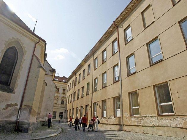 Budova školy v Klášterní ulici