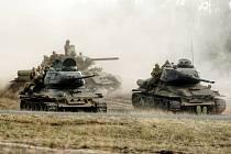 """Tanky zbavené schopnosti střílet, které nadšenci historie udržují v provozuschopném stavu, už navrhovali policisté podle nového zákona připravit o motory a rozřezat, aby byly """"bezpečné"""""""