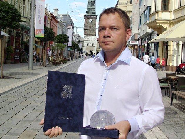 Aleš Bárta obdržel cenu Gratias agit.