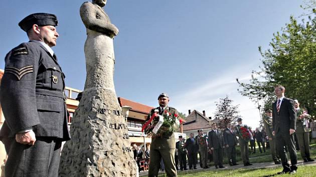 Sezemice si připomněly výročí několik. Vzpomínalo se na hrdinu a rodáka Alfréda Bartoše i oběti obou světových válek.