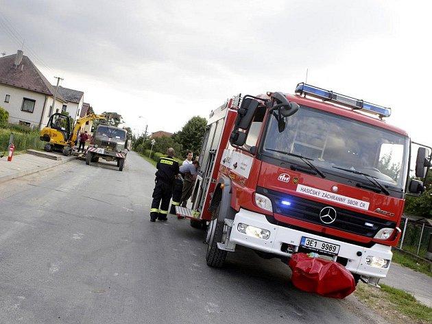 Únik plynu v Ostřetíně naštěstí nikoho neohrozil. Poškozené potrubí se povedlo včas uzavřít. Polovina obce se ale na čas ocitla bez plynu.