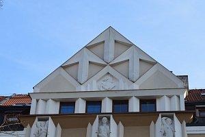 Za Pernštejny i moderní architekturou.
