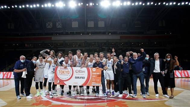 Čeští basketbalisté s letenkou do Tokia