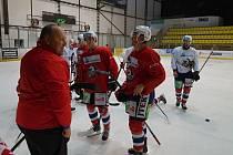 ZMĚNA PROSTŘEDÍ. Hokejisté Pardubic v tomto týdnu trénují na soustředění v Trutnově.