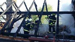Požár stodoly v Mněticích způsobil škodu přes 1 milion korun.