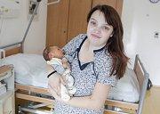 SEBASTIAN MARTINEK se narodil 29. října v 17 hodin a 12 minut. Měřil 49 centimetrů a vážil 3200 gramů. Rodiče Kristýna a Martin bydlí v Pardubicích.