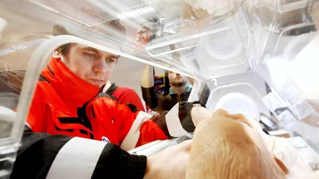 Nový inkubátor umožní záchranné službě bezpečný převoz novorozenců