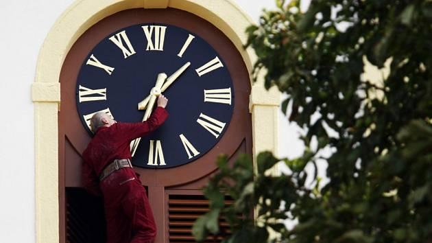 Kostel v Uhersku dostal nové hodiny