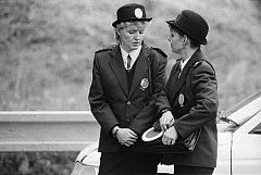 Naďa Snopková a Pavla Morávková jako příslušnice pardubické městské policie v roce 1994.