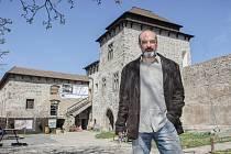 Kastelán středověkého hradu Kunětická hora Miloš Jiroušek.