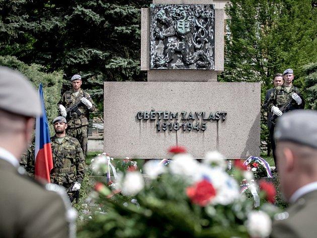 V Pardubicích se připomínka Dne vítězství konalo u monumentu na Zborovském náměstí, který uctívá oběti Velké války, kdy se zrodilo Československo, ale také padlé z druhé světové války.