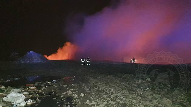 Požár pneumatik ve Zdechovicích.
