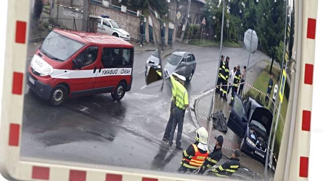 Tragickou nehodu v Ostřešanech nepřežila mladá maminka. Vážně zraněno bylo i půlleté dítě. Řidič osobního vozidla projel Stopku přímo pod nákladní auto.