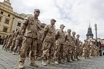 Celkem 83 vojáků převzalo na Pernštýnském náměstí v Pardubicích vyznamenání za službu v Afghánistánu