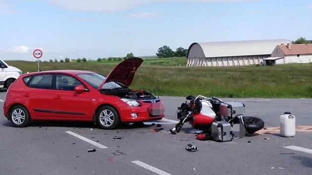 Střet osobního vozidla a motorkáře, 31.5.2020