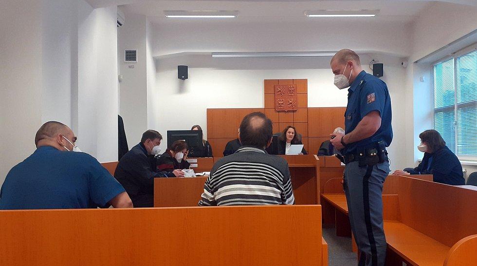 Obžalovaný šedesáti čtyřletý muž, který měl údajně sexuálně obtěžovat šestiletou holčičku.