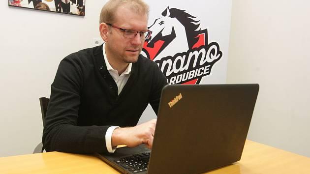Dušan Salfický, generální manažer pardubických hokejistů odpovídal na dotazy čtenářů Deníku týkající se aktuální sezony a blížících se bojů v baráži o extraligovou příslušnost.