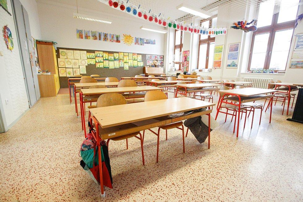Nařízení vlády kvůli - koronaviru jsou zavřené školy a zruené hromadné akce nad 100 osob.
