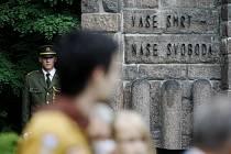 Tryzna za oběti nacistických vražd u Památníku Zámeček