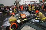 Soutěž ve vyprošťování osob z havarovaných vozidel pro hasiče z Pardubického a Královéhradeckého kraje. Tým hasičů z Hradce Králové se umístil na druhém místě.